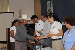 SEDESOL entrega 50 certificados  De vivienda a familias de Armerìa  Y  Coquimatlán