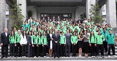 Foto: AFmedios / Medallistas panamericanos se reúnen con Felipe Calderón
