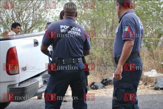 Localizan cadáver en carretera Tecomán- El Real