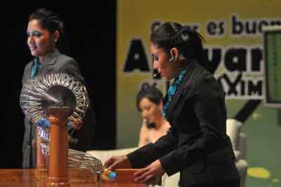 Gerardo Sánchez, de Manzanillo, ganó el premio mayor del Onceavo Sorteo Loro
