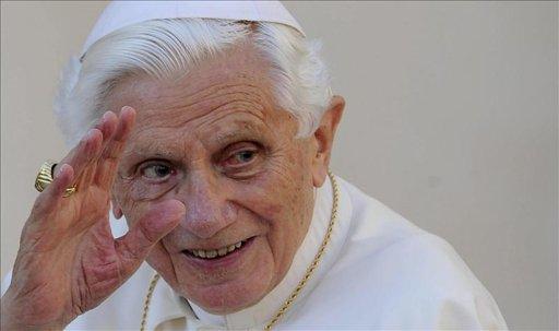 Benedicto XVI renuncia a su papado