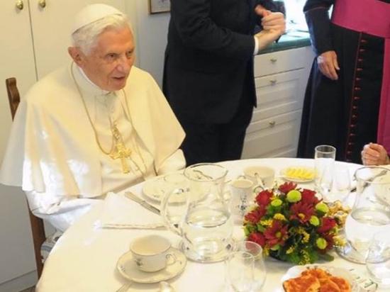 Papa emérito Benedicto XVI regresa al Vaticano para vivir en convento