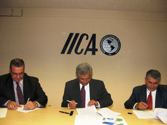 IICA y universidades latinoamericanas firman convenio en el ámbito agroalimentario