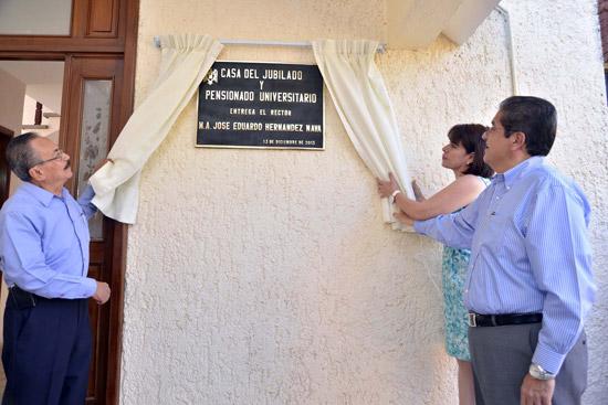 Rector entrega casa de descanso y esparcimiento a jubilados y pensionados de la Ucol