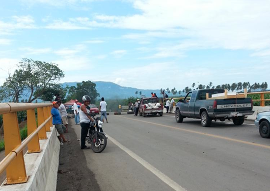Bloqueos pro Mireles afectan actividad económica de Tecomán: Alcalde