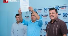 PAN entrega constancia como candidato a gobernador a Jorge Luis Preciado