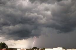 Qué hacer y qué no durante una tormenta eléctrica