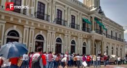 Maestros colimenses se manifiestan a diez meses de la desaparición de estudiantes de Ayotzinapa