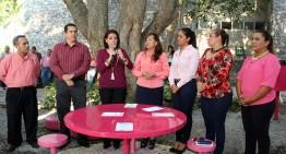 """UdeC fomenta prevención del cáncer de mama a través de """"mesas rosas"""""""