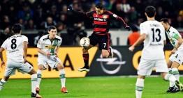 Chicharito convierte hat-trick, Bayer golea 5-0 a Borussia Mönchengladbach