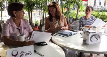 Solo 5 candidatos firmaron compromisos por las mujeres; Jorge Luis las deja plantadas