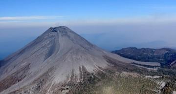 Volcán de Colima sigue con explosiones de baja intensidad