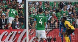 Con goles de Oribe Peralta y 'Chicharito', México derrotó 2-0 a Jamaica
