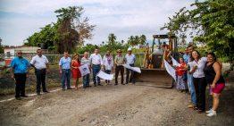 Gabriela Benavides inicia pavimentación de calle Gaviotas en Salagua