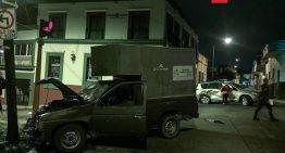 Robo de camioneta termina en choques e incendio en el Centro