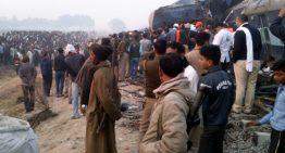 Más de 100 fallecidos por descarrilamiento de tren en India