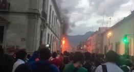 Fachada de la Facultad de Derecho en Oaxaca es quemada en disputa por elección de director
