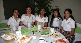 Reciben premio alumnos de los bachilleratos 16 y 18 por su conocimiento sobre Colima