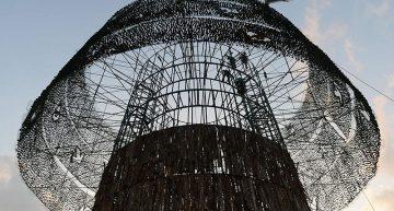 El árbol de Navidad más alto del mundo siembra la discordia en Sri Lanka