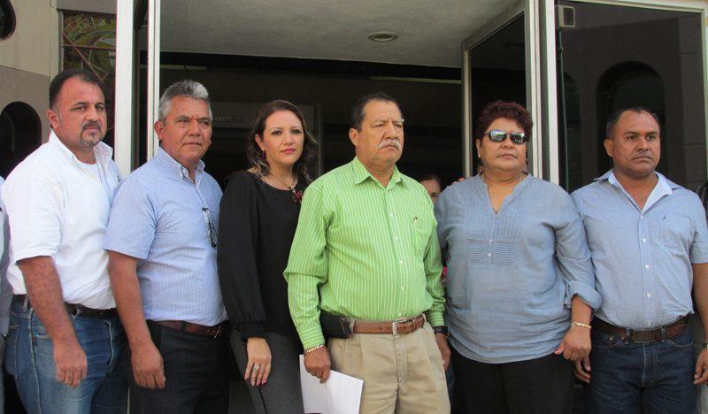 Sindicatos denuncian maltrato y desvío de recursos en alcaldías de Cuauhtémoc y Tecomán