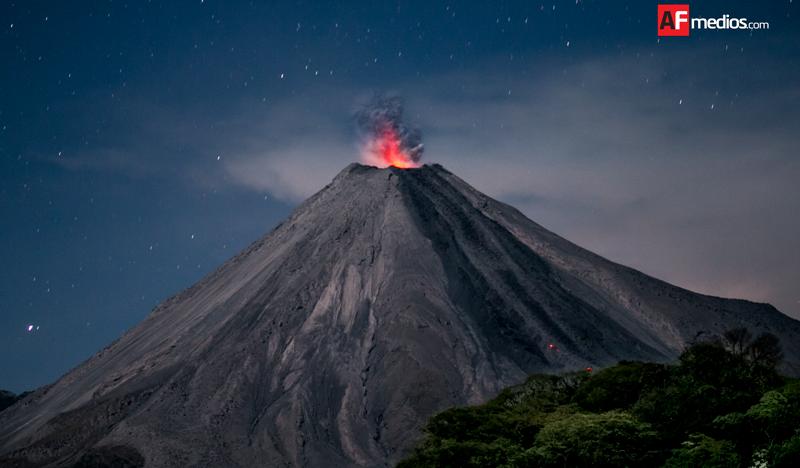 Zona de exclusión se mantiene en 8 km del cráter del Volcán de Colima: PC