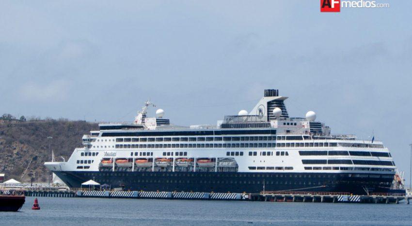 Llega a Manzanillo crucero Maasdam con más de mil pasajeros