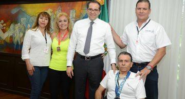 Gobernador recibe a deportistas destacados