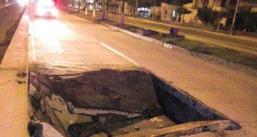 Se hunde tramo de carril central del Boulevard de Manzanillo
