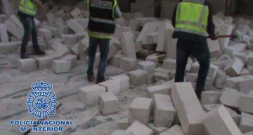 Policía española decomisa cocaína escondida en ladrillos
