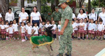 Niños visitan la Vigésima Zona militar