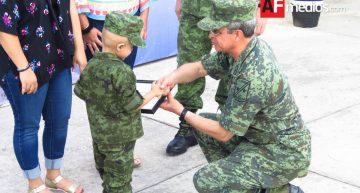 Sedena celebra a niños con ceremonia del Soldado Honorario