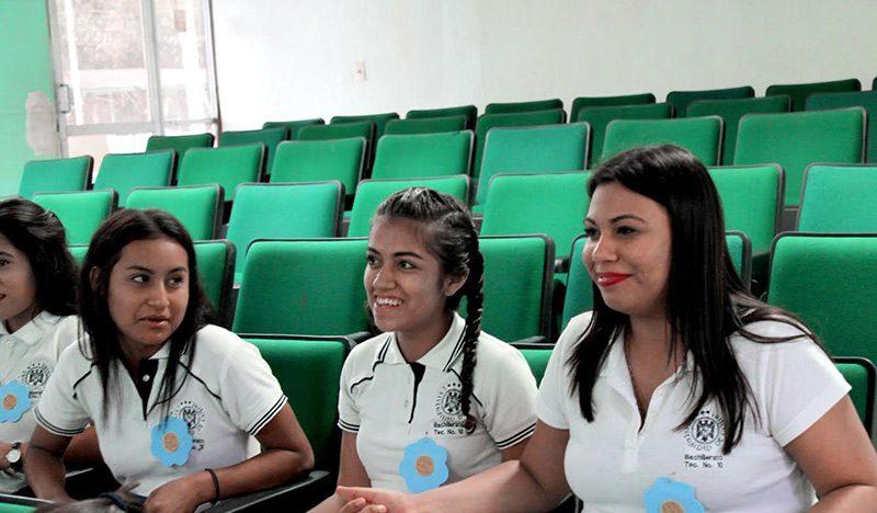 Imparten taller contra la violencia a la mujer, en el Bachillerato 10