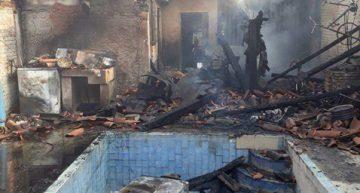 """Incendio consume la mitad de una vivienda en """"La Villa"""""""