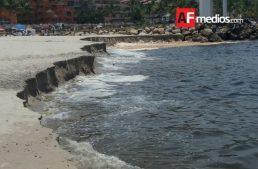 "Socavamiento en playa ""Del Holi, Puerto Vallarta"