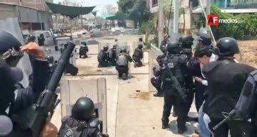 Policías y pobladores de Totoloapan se enfrentan en las calles