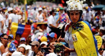 Miles de mujeres marchan en Venezuela, piden paz y alto a la represión