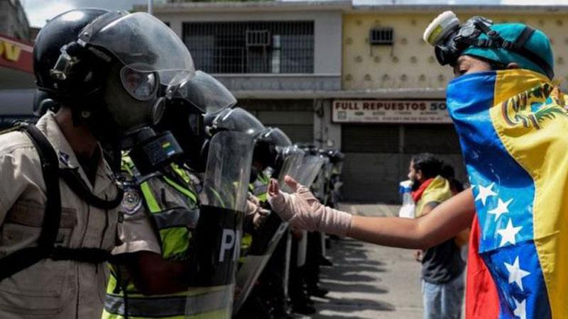 Maduro entregó formalmente decreto para la Asamblea Constituyente ante el CNE