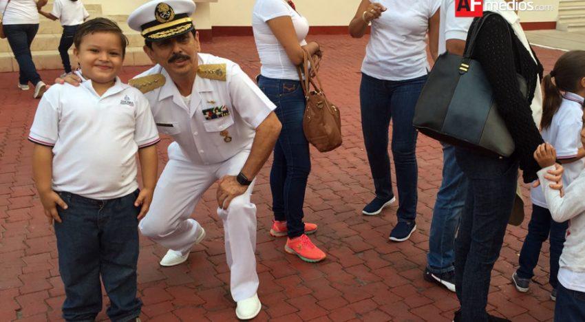 Niños de preescolar visitan Región Naval