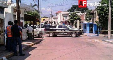 Disparan contra hombre el centro de Manzanillo