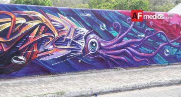 Muralistas de Coral Project dan vida a bardas en Manzanillo