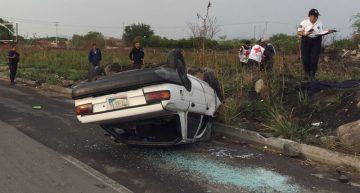 Una persona muere tras volcadura en libramiento Griselda Álvarez