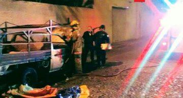Incendio de camioneta es controlado por Bomberos Colima y PC