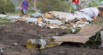 Tráiler con cervezas vuelca en autopista Gdl-Colima