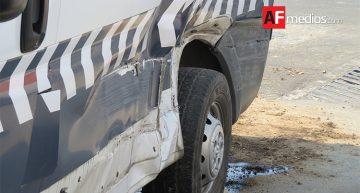 Chocan tractocamión y ambulancia que trasladaba paciente en código rojo