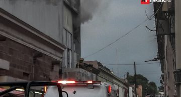 Prevalece por horas incendio en tienda de telas de zona centro de Colima