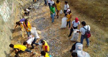 Brigada de limpieza en el arrollo Pereyra