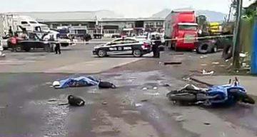 Tráiler arrolla a motociclistas en carretera a Jalipa en Mzllo; uno falleció