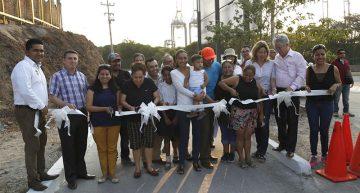 Entrega Gaby Benavides más obra pública en Tapeixtles