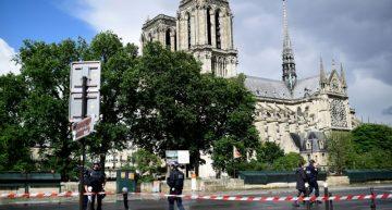 Hombre hiere con martillo a policía de París, es detenido luego de que le dispararon