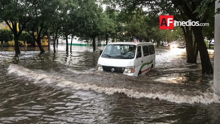 Lluvia y granizo causan inundaciones en Guadalajara